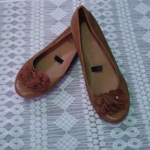 Kenneth Cole Reaction flats size 6
